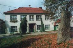 Obecní budova (budova bývalé školy)